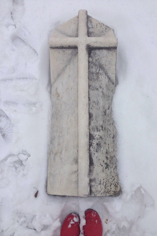 white tomb red boots